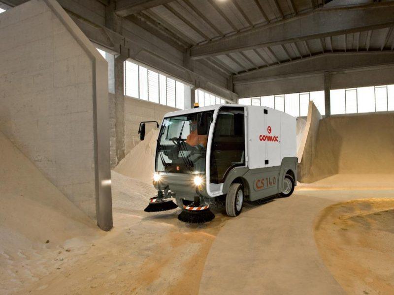 5_Vakuumines šlavimo mašinos_Vacuum sweeping machines_Подметально-всасывающие машины
